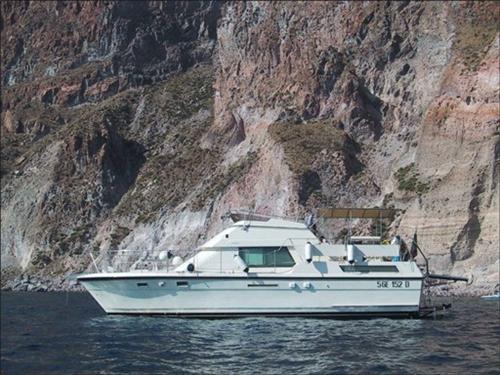 Hatteras 40 DC Motor Yacht